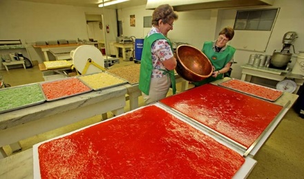 Picture of Ladies making Citrus Candies